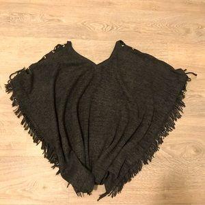 NWOT Molly Bracken Gray Knitted Poncho